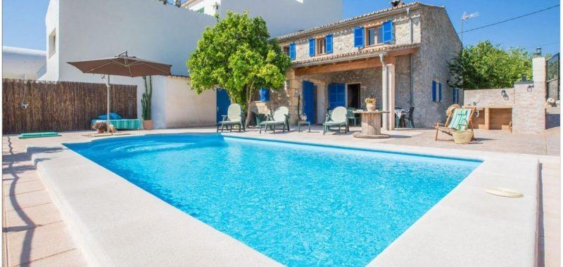 Schickes Stadthaus mit Pool in LLoret de Vistalegre — ST 092