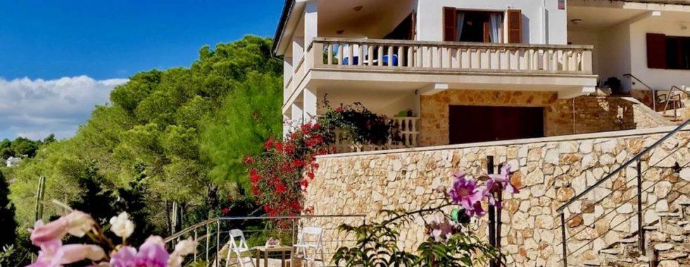 SEASON RENTAL: Wunderfull Villa in Cala Santanyi  — CH 130 —