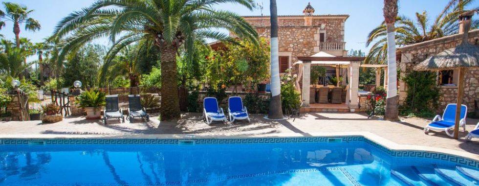 Finca mit Ferienlizens und sep. Gästehaus in Campos — F 768