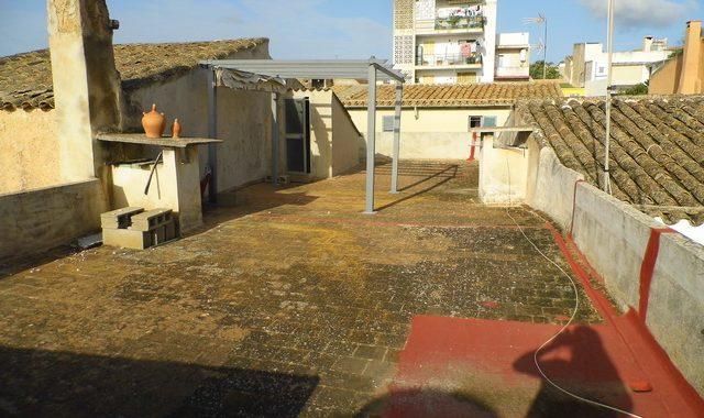 Flatlet with innercourt, balcony and comunity garage in Felanitx — AP 368 CM
