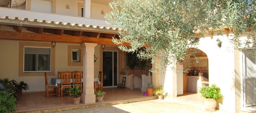 Chalet with garage, innercourt and terraces in Colonia St. Jordi — CH 112 TK