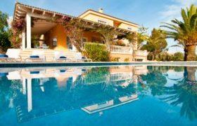 WINTERSAISON: Chalet mit Tennisplatz bei Colonia St. Jordi- Ses Salines — CH 14 T