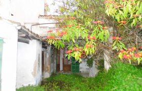 Dorfhaus zu renovieren mit Garage und Garten in Felanitx — DH 45 VK