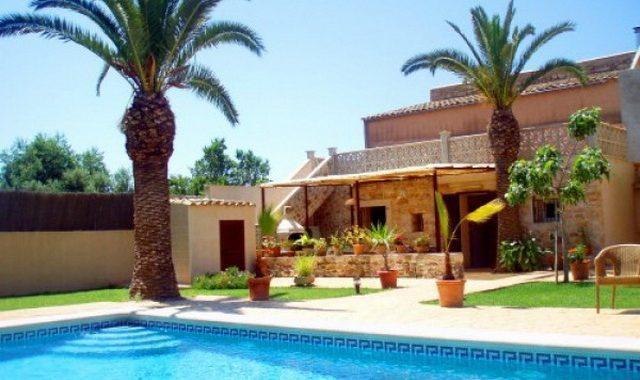 WINTERSAISON: Gepflegtes Dorfhaus mit Pool in Santanyi — DH 269 T CM