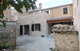 Saniertes Dorfhaus mit Innenhof in Son Servera — DH 525 KN